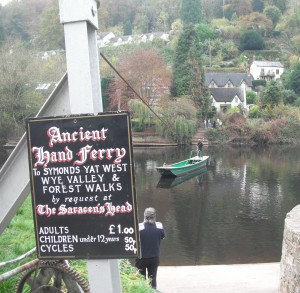The hand ferry at Symonds Yat.