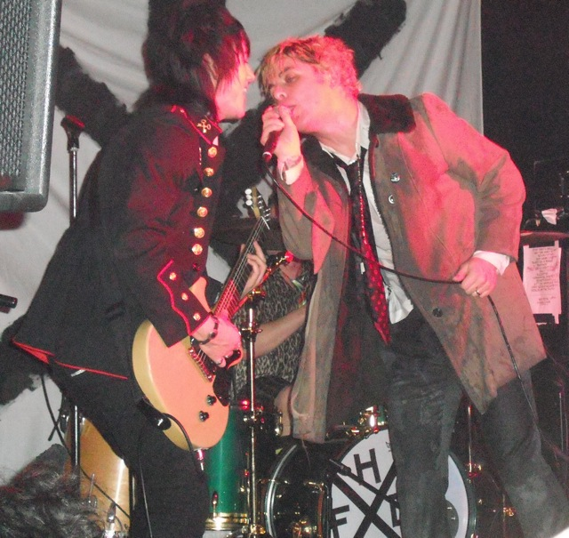 Kevin Preston and the Reverend Strychnine Twist: Foxboro Hot Tubs at The Garage, Highbury.